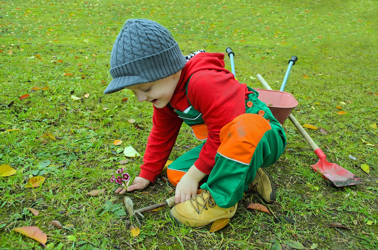 The Best Kids Gardening Tools/Sets